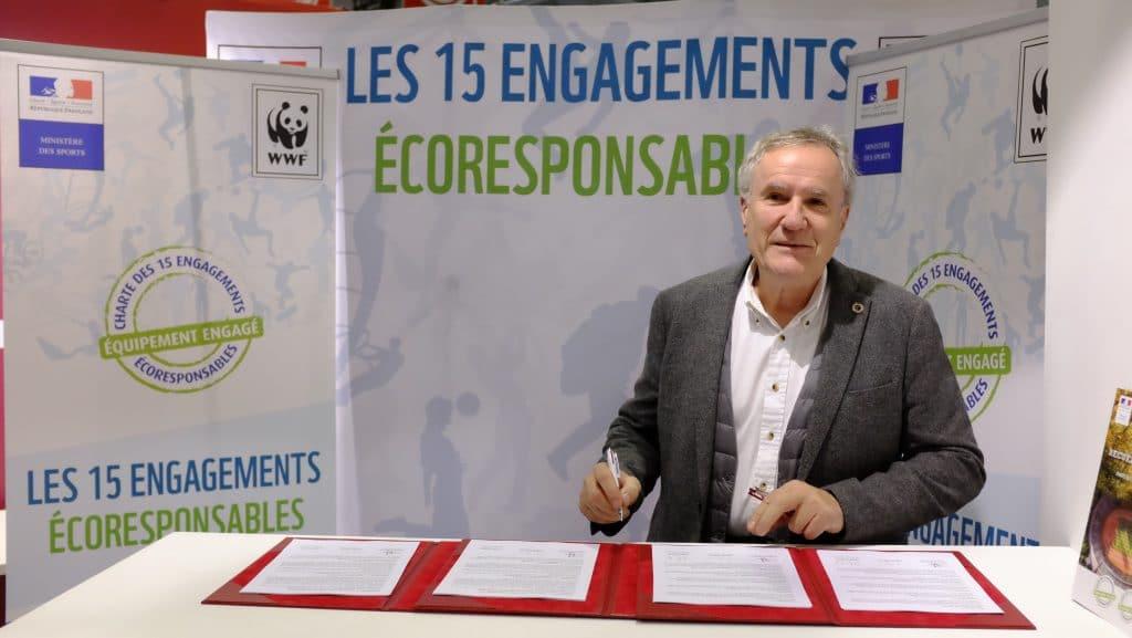 Signature-de-la-Charte-des-15-engagements-eco-responsables-Ecolosport